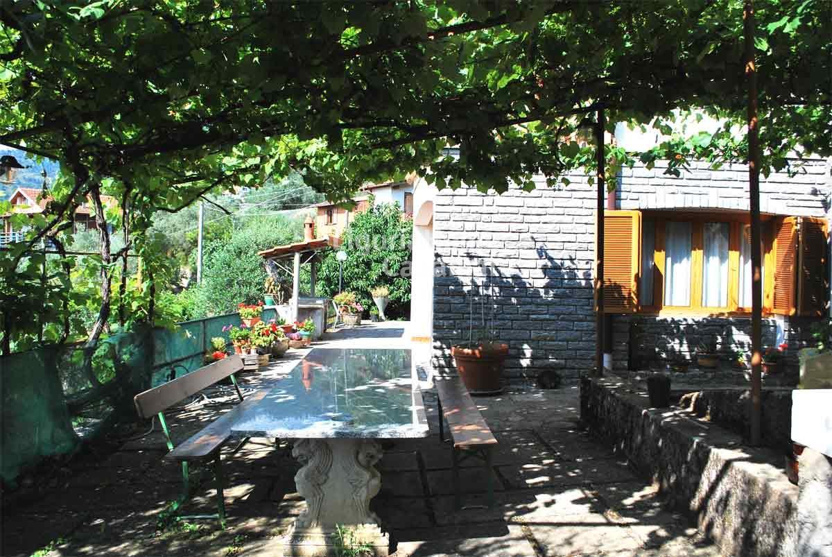 Villa in vendita a Seborga, 5 locali, prezzo € 290.000 | CambioCasa.it