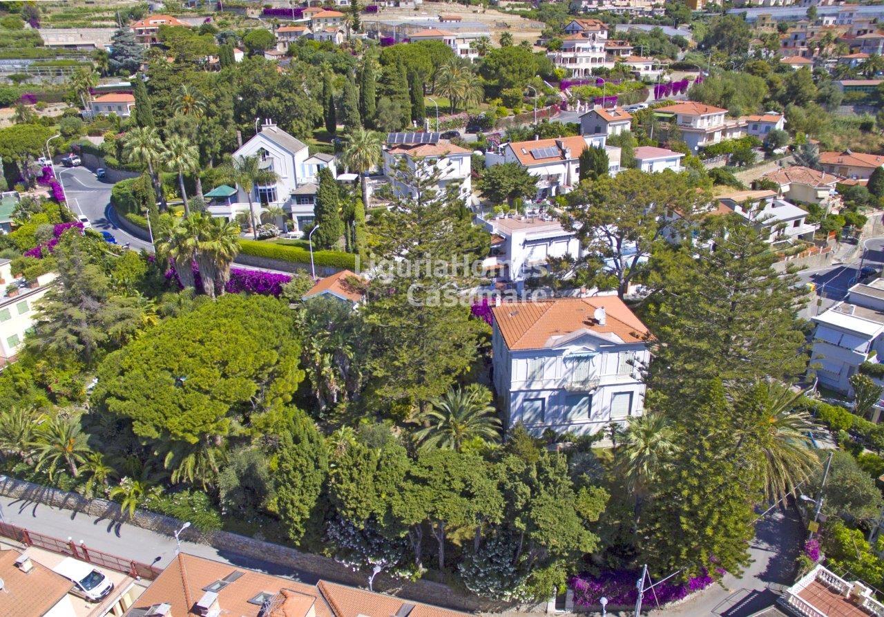 Villa in vendita a Ospedaletti, 11 locali, prezzo € 2.400.000 | CambioCasa.it
