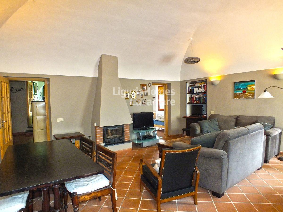 Villa in vendita a Chiusanico, 10 locali, prezzo € 298.000 | CambioCasa.it