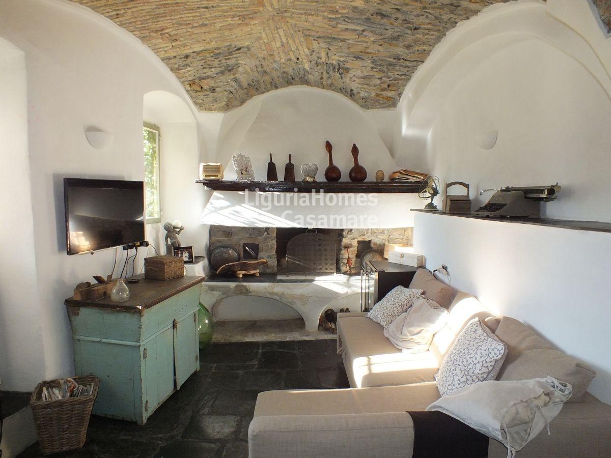 Appartamento in vendita a Dolcedo, 9 locali, prezzo € 215.000 | CambioCasa.it