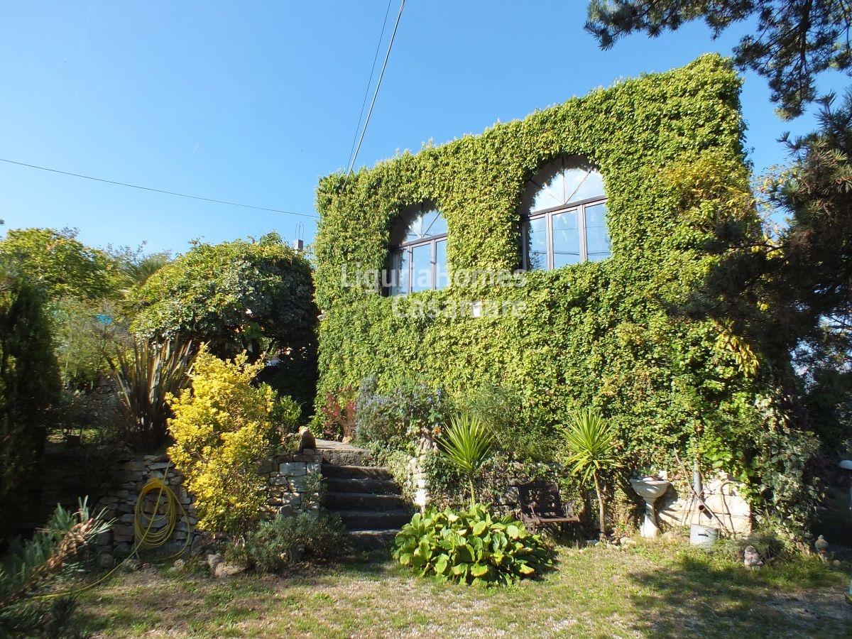 Villa in vendita a Lucinasco, 7 locali, prezzo € 590.000   CambioCasa.it