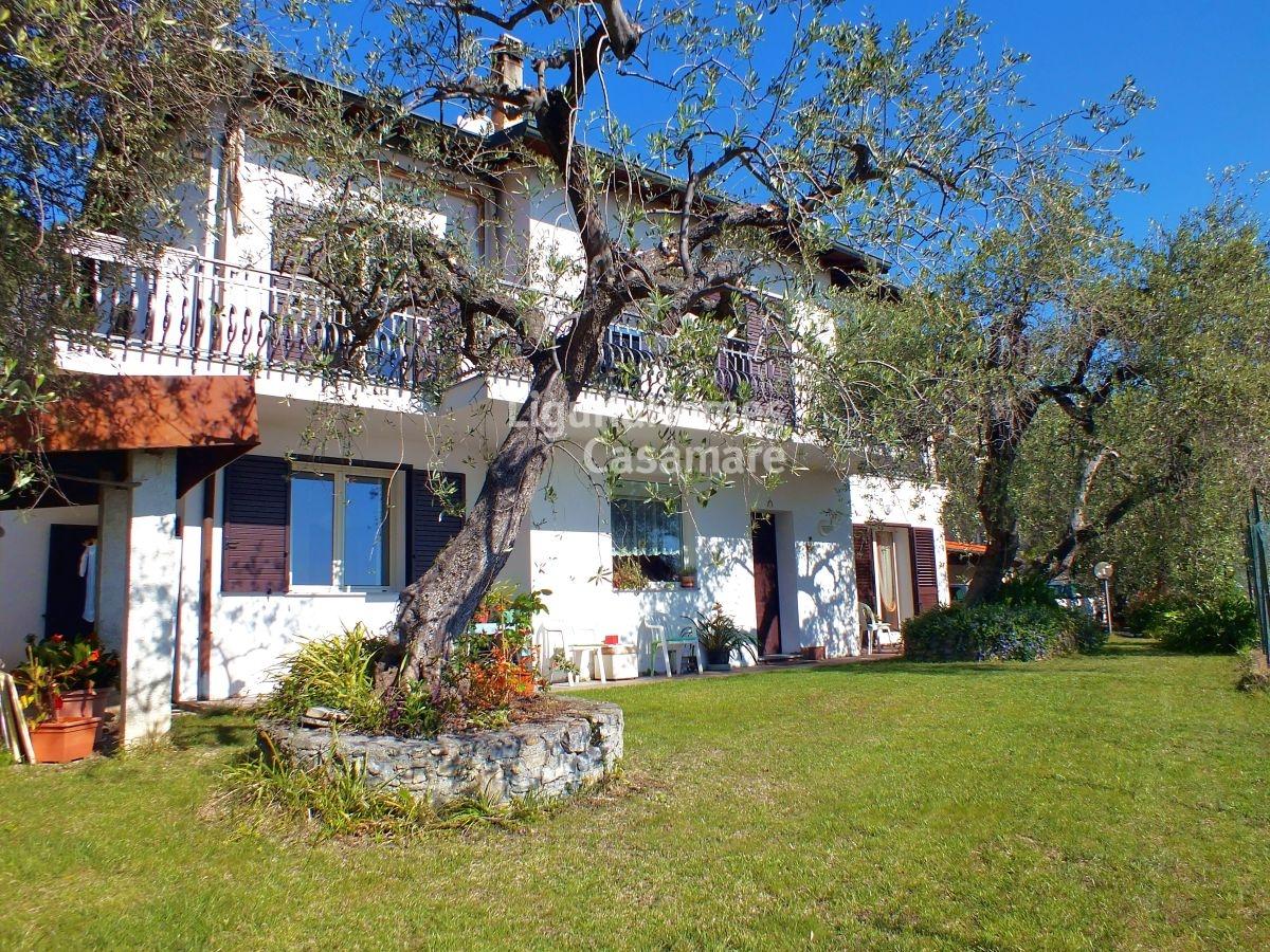 Villa in vendita a Andora, 11 locali, prezzo € 650.000 | CambioCasa.it