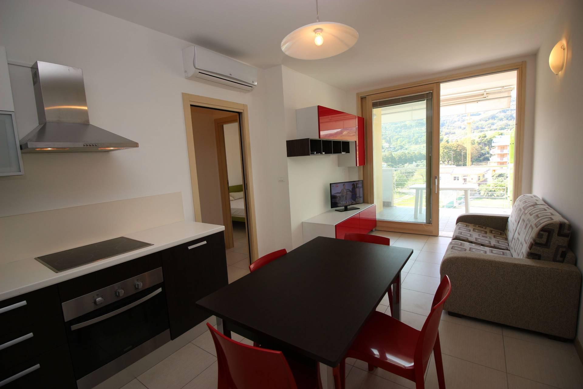Appartamento in affitto a Tortoreto, 3 locali, zona Località: ZonaMare, prezzo € 250 | Cambio Casa.it