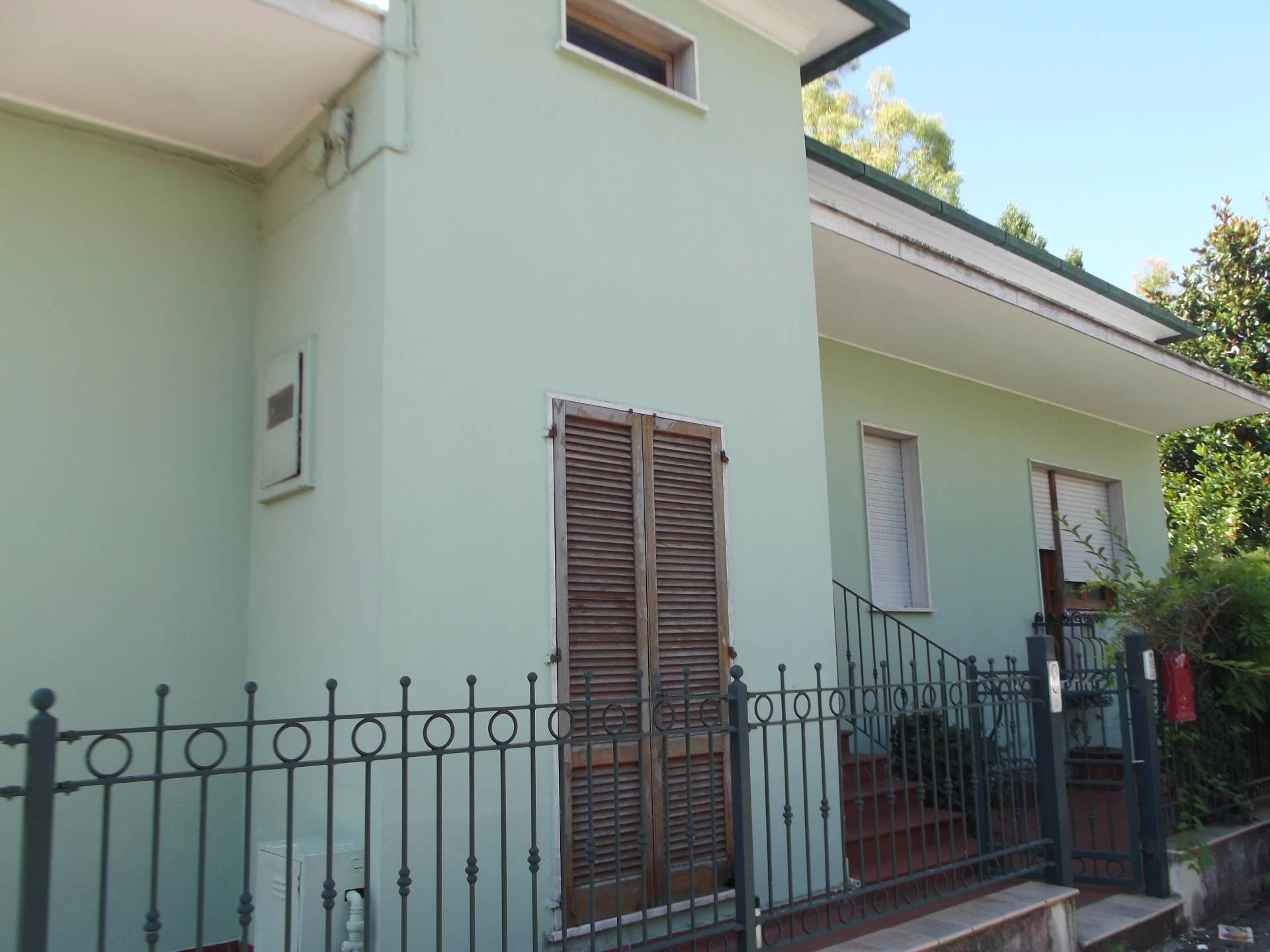 Villa in vendita a Tortoreto, 4 locali, zona Località: TortoretoLido, prezzo € 260.000 | Cambio Casa.it