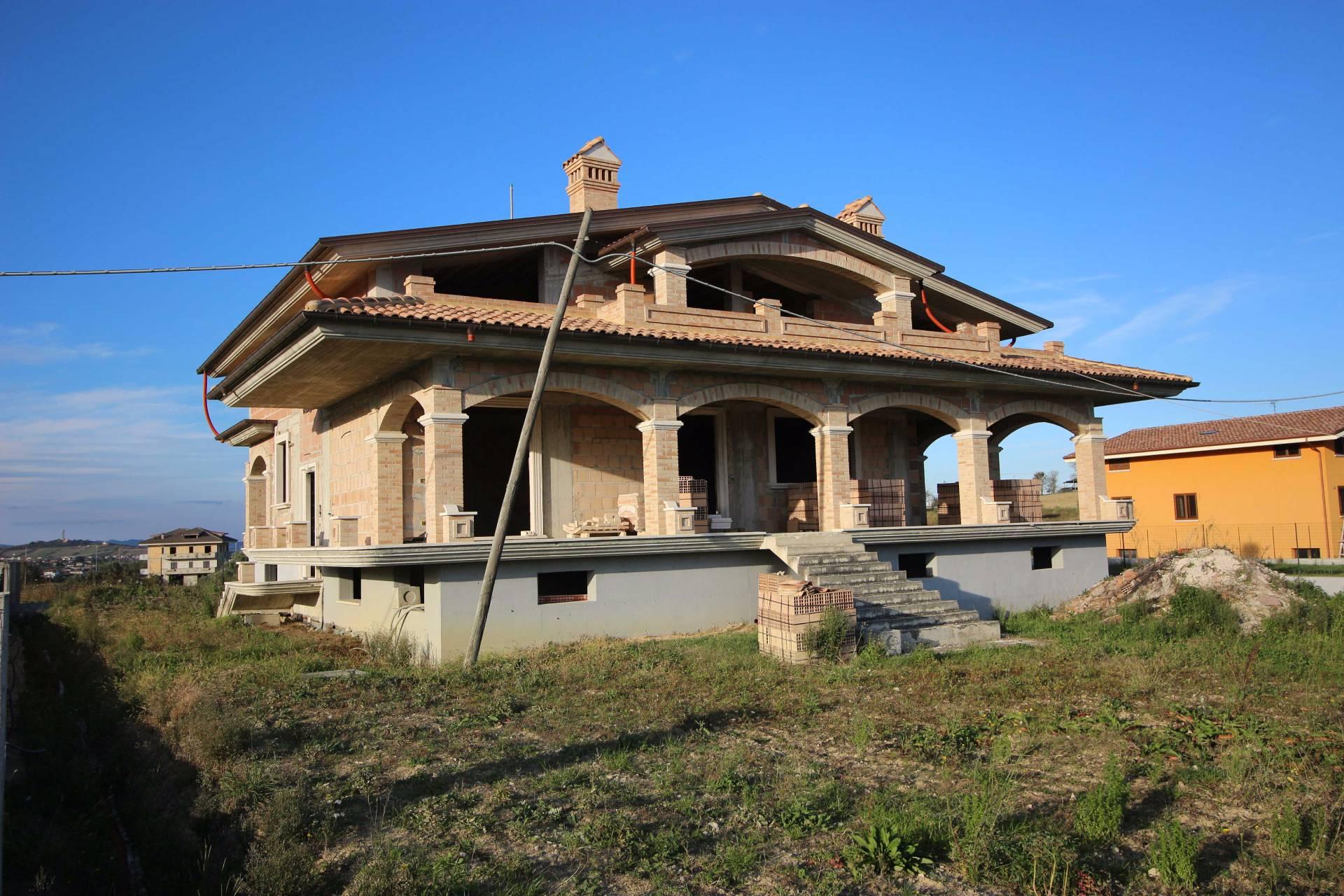 Villa in vendita a Civitella del Tronto, 8 locali, prezzo € 270.000 | CambioCasa.it