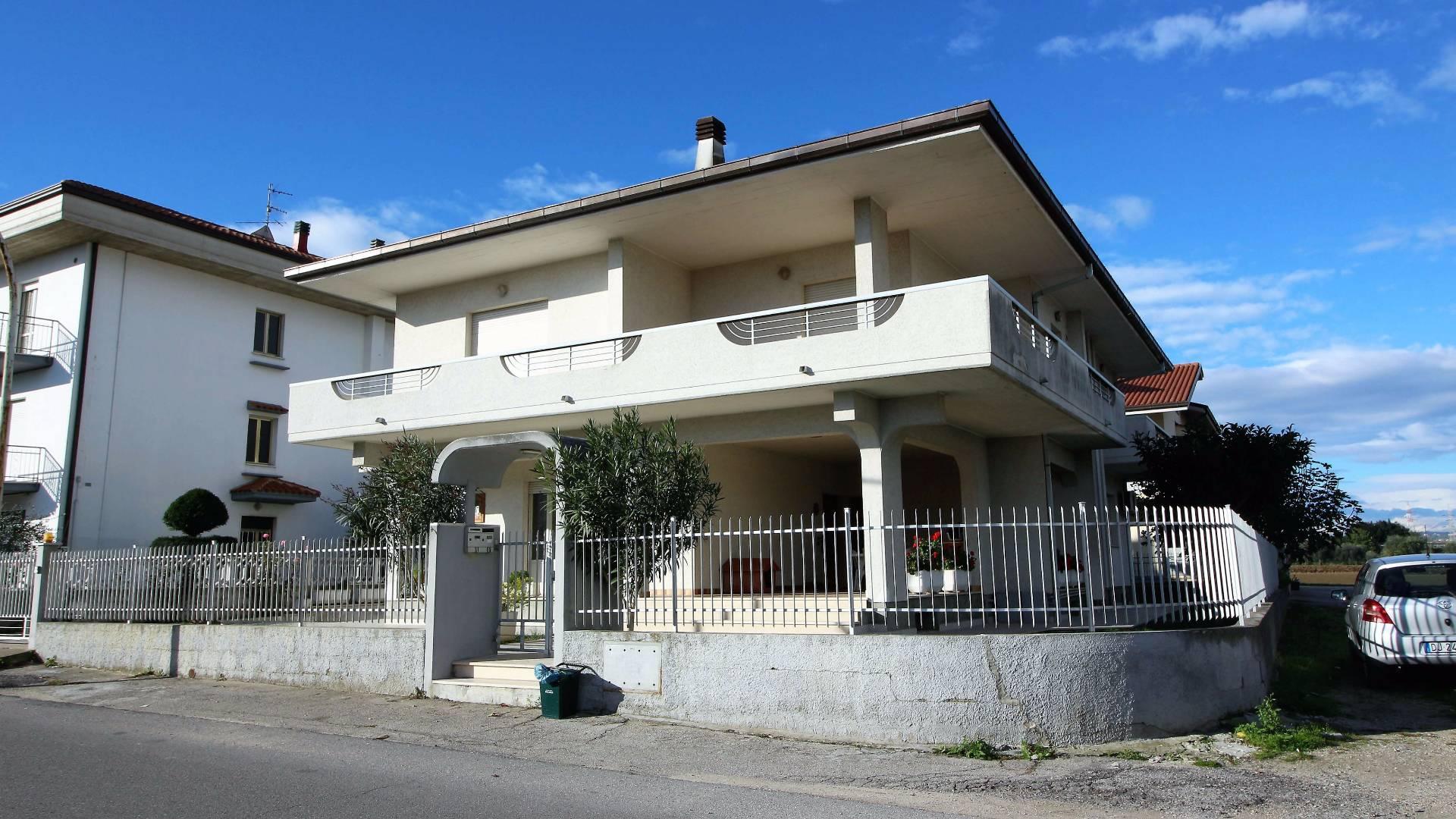 Soluzione Indipendente in Vendita a Alba Adriatica