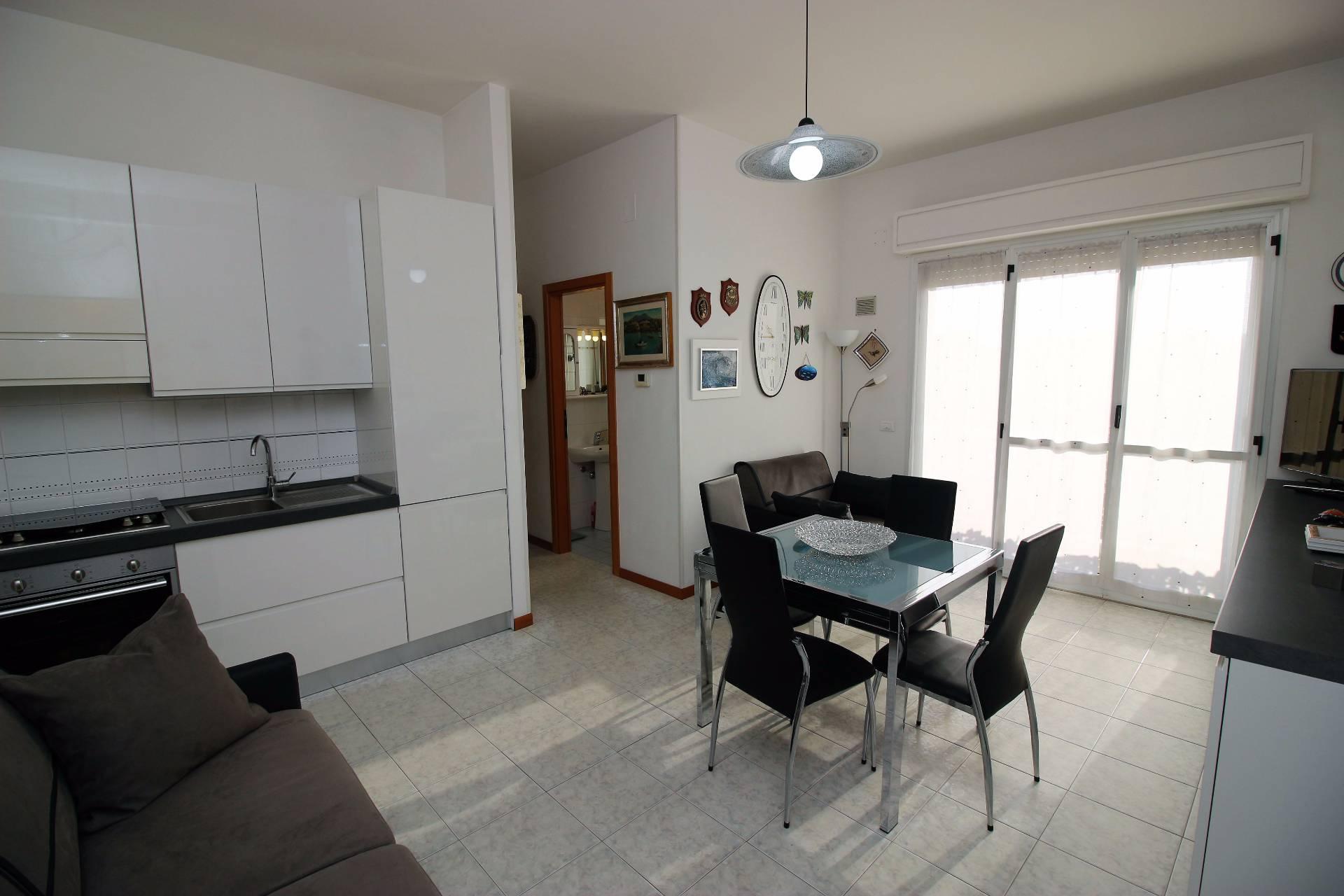 Appartamento in vendita a Tortoreto, 3 locali, zona Località: ZonaMare, prezzo € 129.000 | Cambio Casa.it