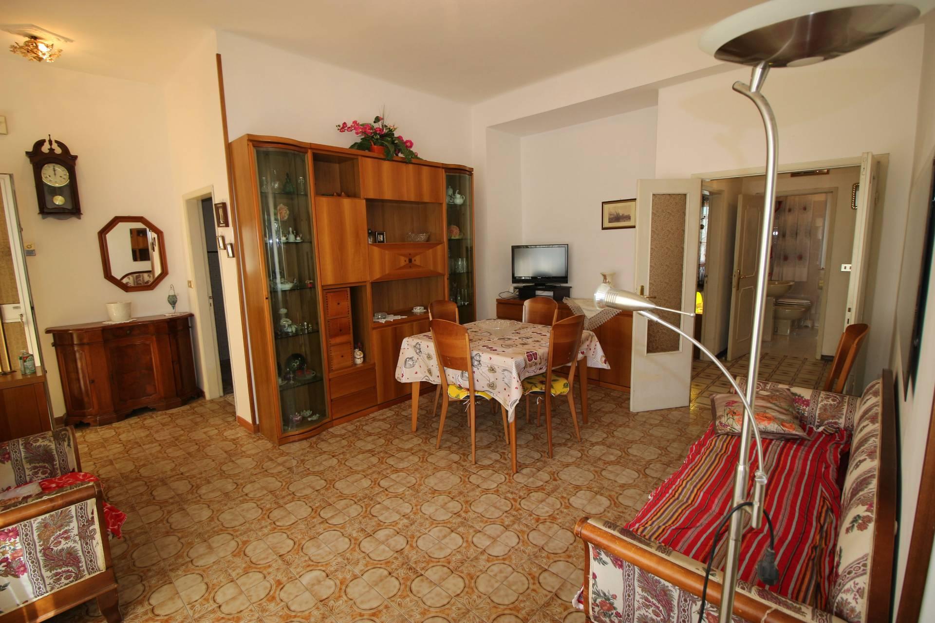 Appartamento in affitto a Alba Adriatica, 6 locali, zona Località: ZonaMare, prezzo € 350 | CambioCasa.it