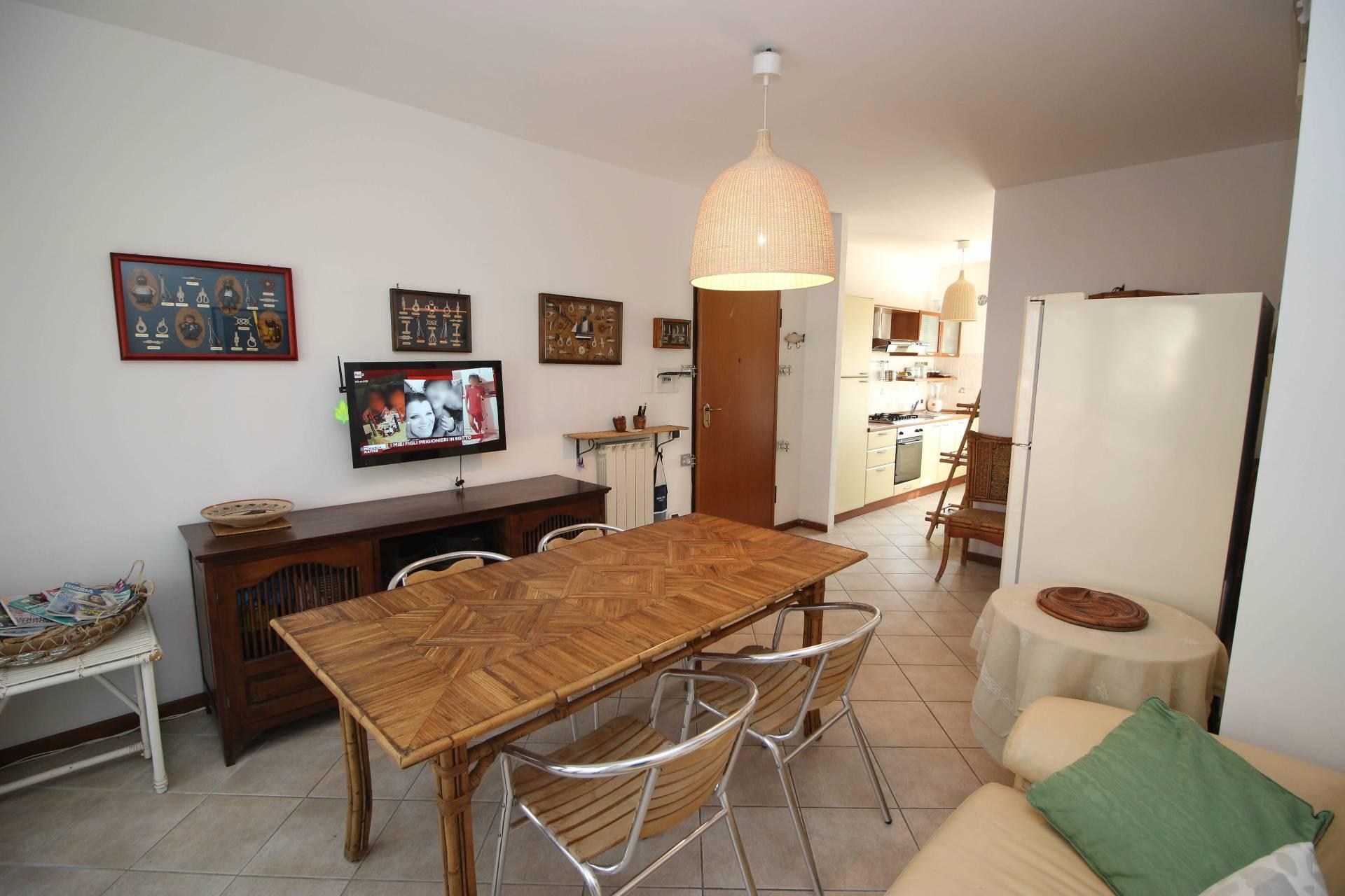Appartamento in vendita a Alba Adriatica, 3 locali, zona Località: ZonaMare, prezzo € 160.000 | CambioCasa.it