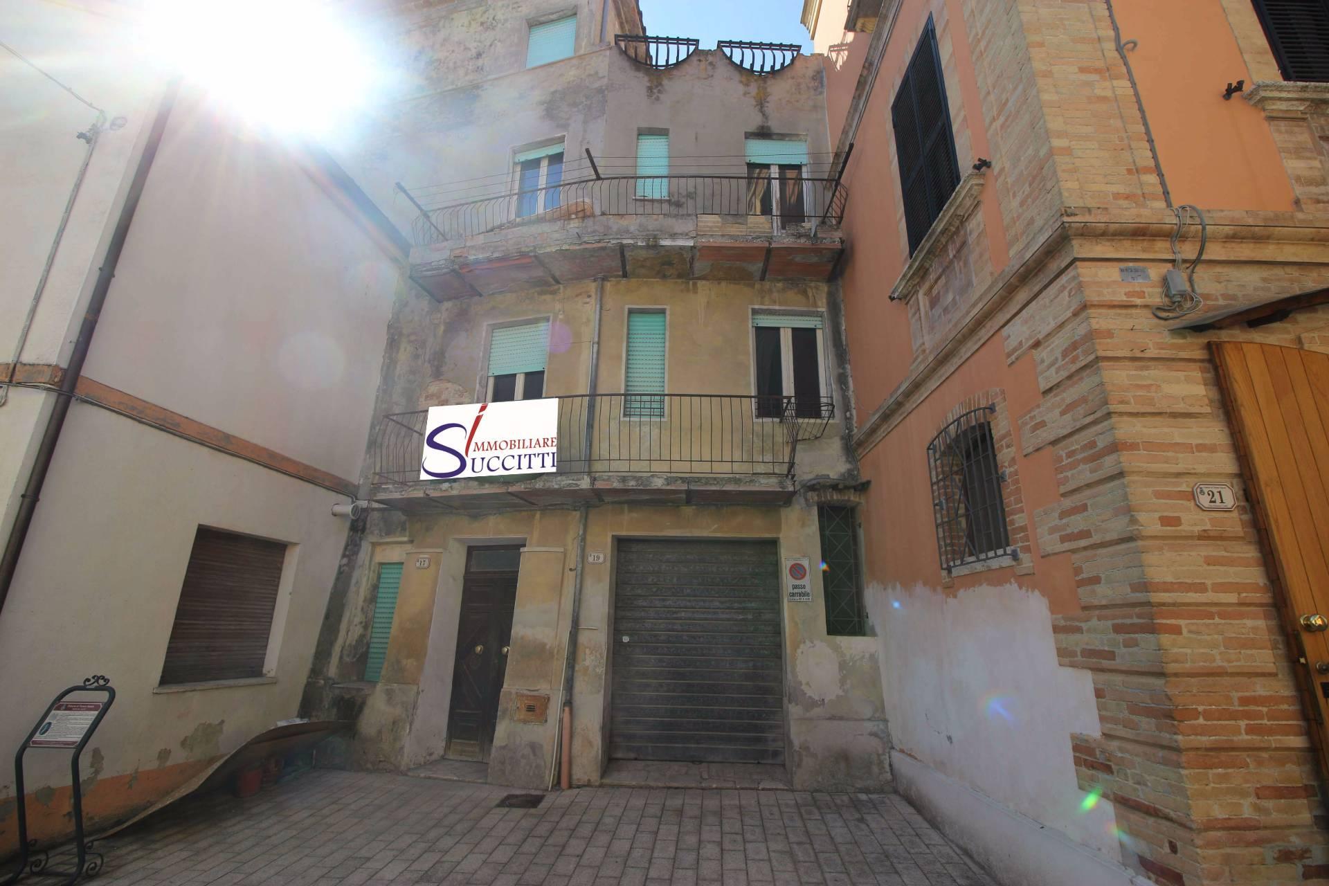 Soluzione Indipendente in vendita a Torano Nuovo, 10 locali, prezzo € 98.000 | CambioCasa.it