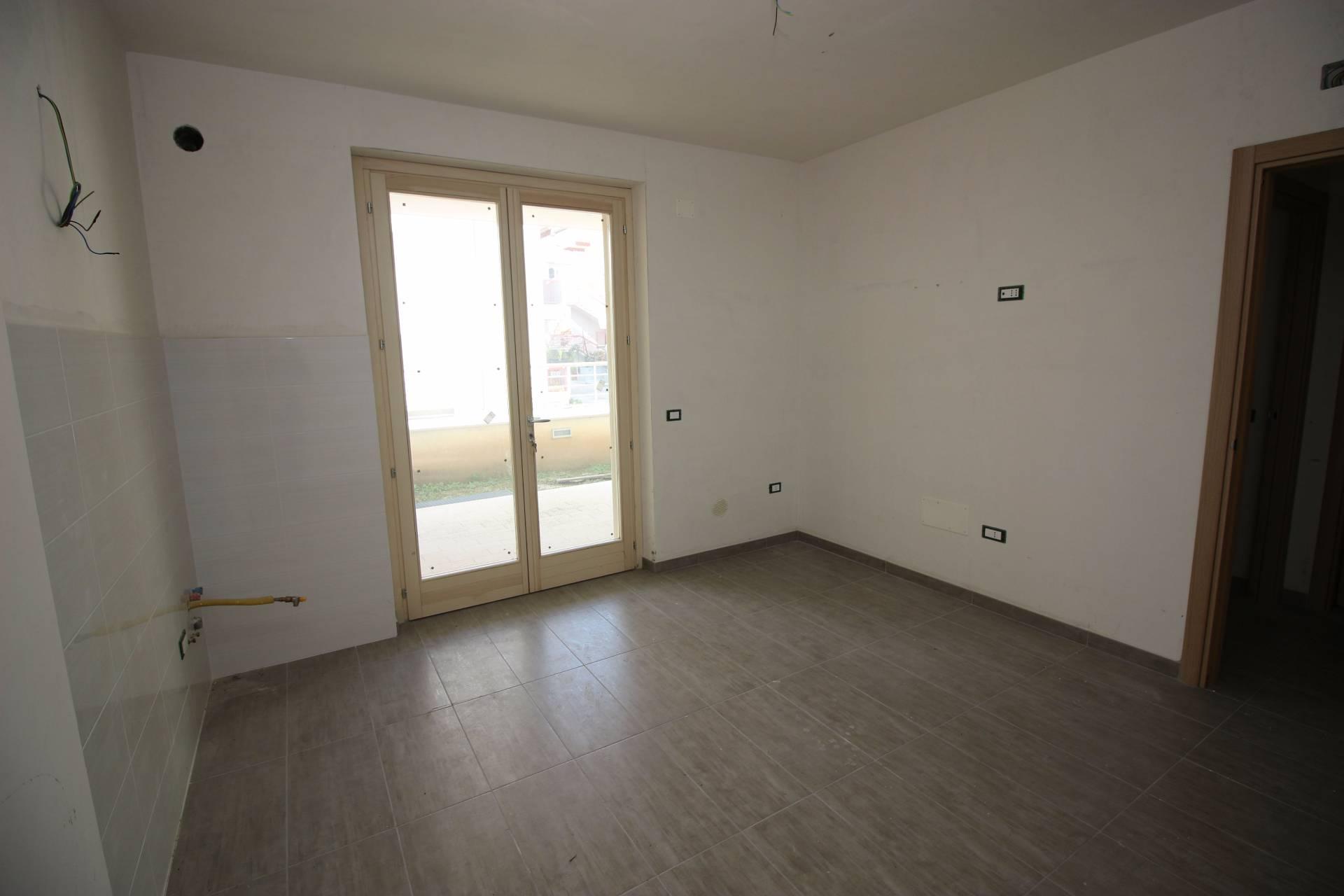 Appartamento in vendita a Alba Adriatica, 3 locali, zona Località: ZonaMare, prezzo € 105.000 | CambioCasa.it