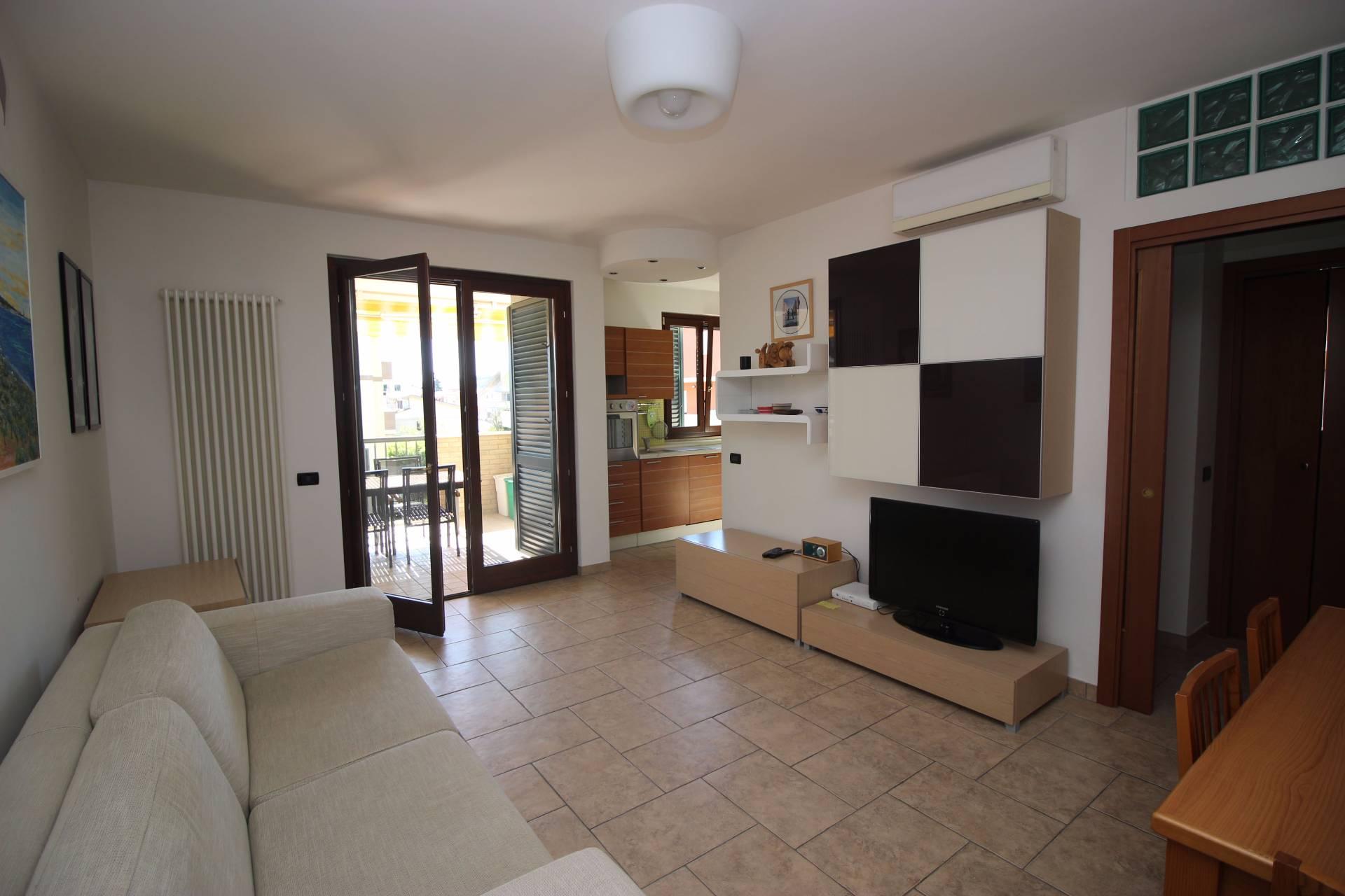 Appartamento in vendita a Tortoreto, 3 locali, zona Località: TortoretoLido, prezzo € 138.000 | CambioCasa.it