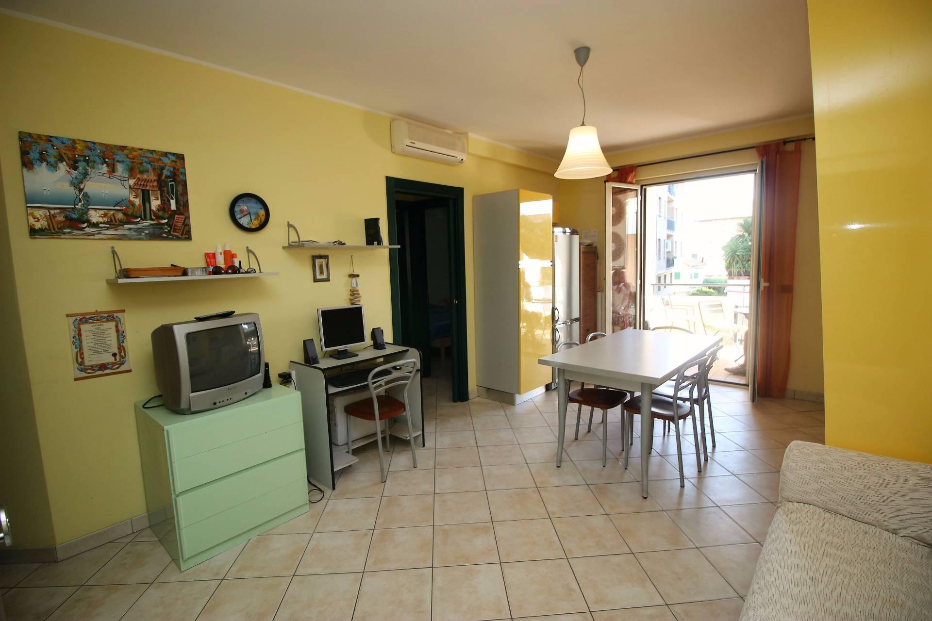 Appartamento in vendita a Tortoreto, 4 locali, zona Località: TortoretoLido, prezzo € 220.000 | CambioCasa.it