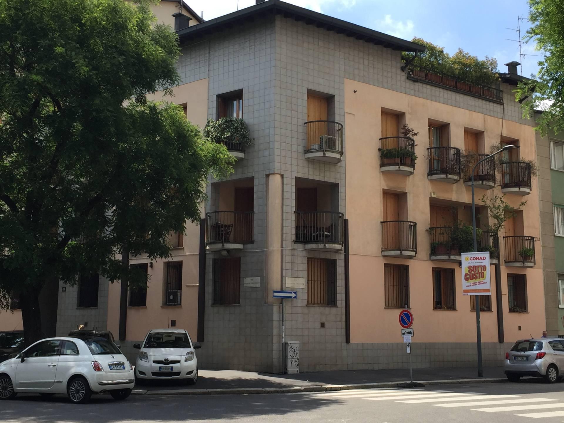 Bilocale Milano Via Francesco Caracciolo 1