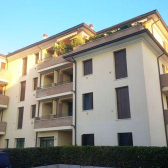 Appartamento in affitto a Cento, 2 locali, zona Località: Cento, prezzo € 450 | Cambio Casa.it