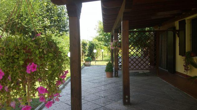 Villa Bifamiliare in Vendita a Cento