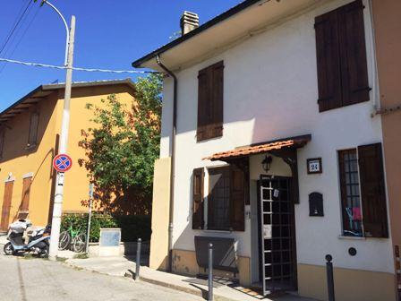 Villa Bifamiliare in vendita a Bologna, 5 locali, prezzo € 195.000   CambioCasa.it