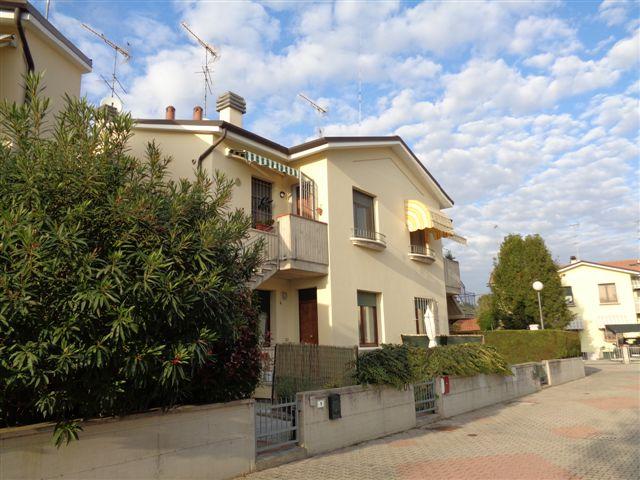 Appartamento in vendita a Sant'Agostino, 3 locali, zona Località: S.Agostino, prezzo € 98.000 | CambioCasa.it