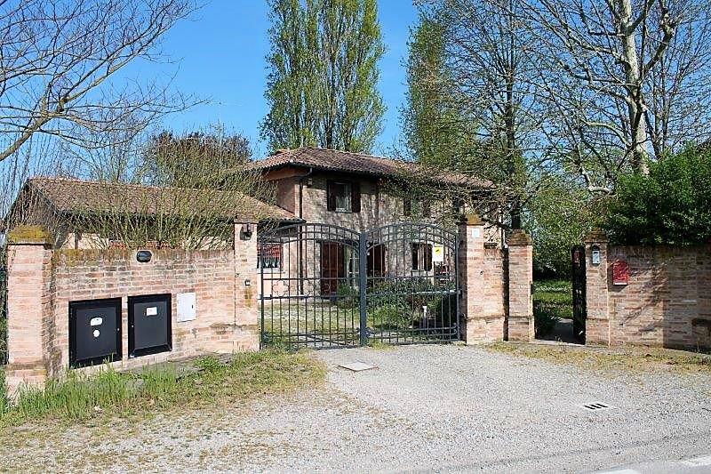 Villa in vendita a Castello d'Argile, 6 locali, zona Località: CastellodArgile, prezzo € 349.000 | CambioCasa.it