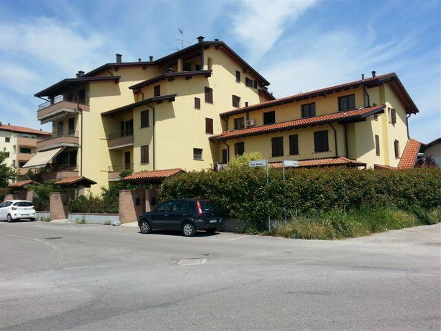 Appartamento in vendita a Cento, 2 locali, zona Località: Cento, prezzo € 80.000 | CambioCasa.it
