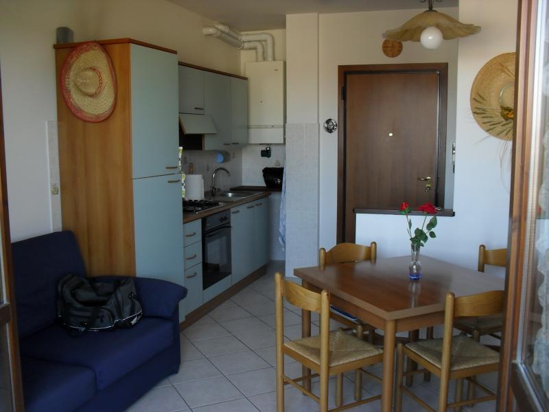 Appartamento in affitto a Castello d'Argile, 2 locali, zona Località: CastellodArgile, prezzo € 400 | CambioCasa.it