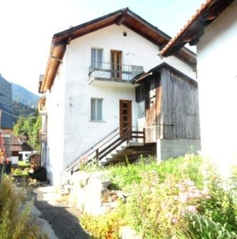 Soluzione Indipendente in vendita a Tarvisio, 14 locali, zona Zona: Camporosso, prezzo € 110.000 | Cambio Casa.it