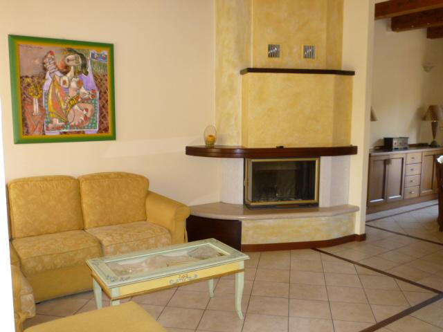Villa a Schiera in affitto a Cerreto d'Esi, 4 locali, prezzo € 600 | Cambio Casa.it