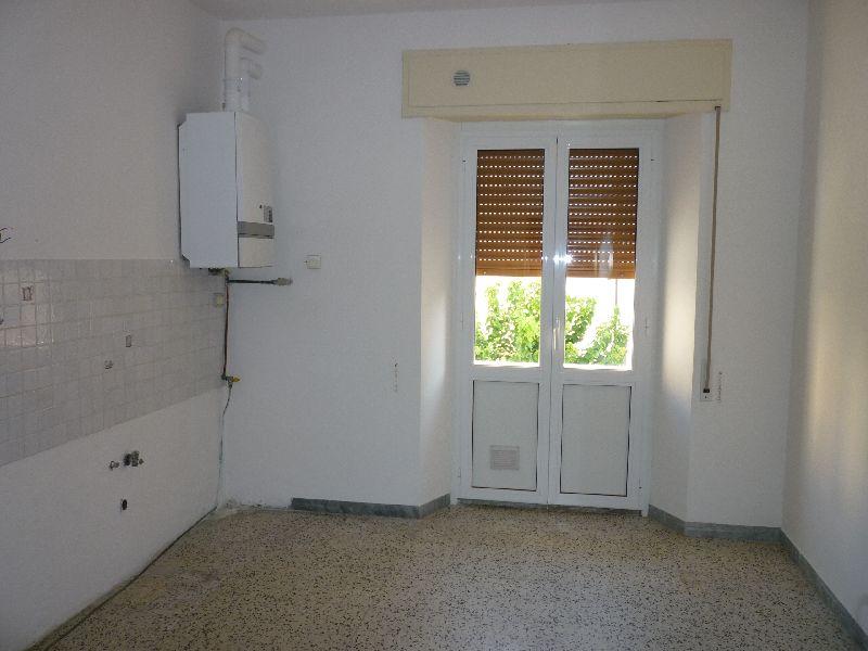 Appartamento in affitto a Fabriano, 3 locali, zona Località: BORGO, prezzo € 340 | CambioCasa.it