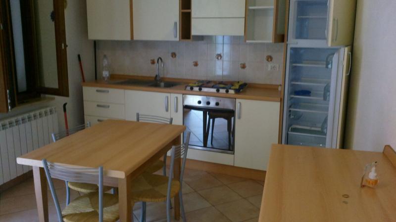 Appartamento in affitto a Fabriano, 3 locali, zona Località: STAZIONE, prezzo € 350 | CambioCasa.it