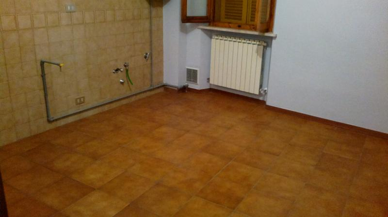 Appartamento in vendita a Fabriano, 3 locali, zona Località: CENTROSTORICO, prezzo € 55.000 | Cambio Casa.it