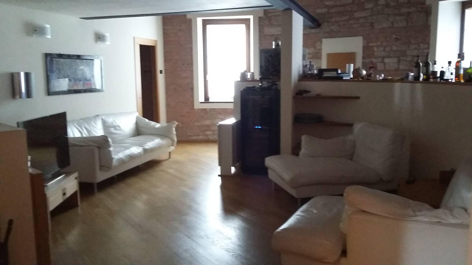 Appartamento in affitto a Fabriano, 4 locali, zona Località: CENTROSTORICO, prezzo € 650 | Cambio Casa.it