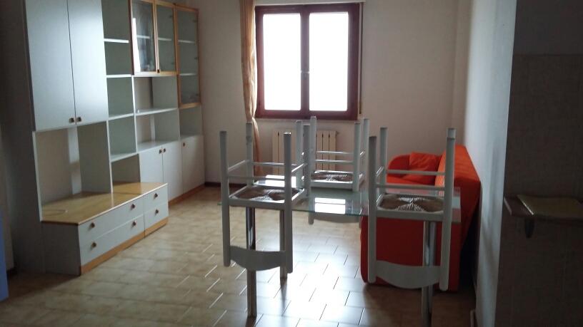 Appartamento in affitto a Fabriano, 3 locali, zona Località: PRESSICENTROCOMMERCIALE, prezzo € 340 | Cambio Casa.it
