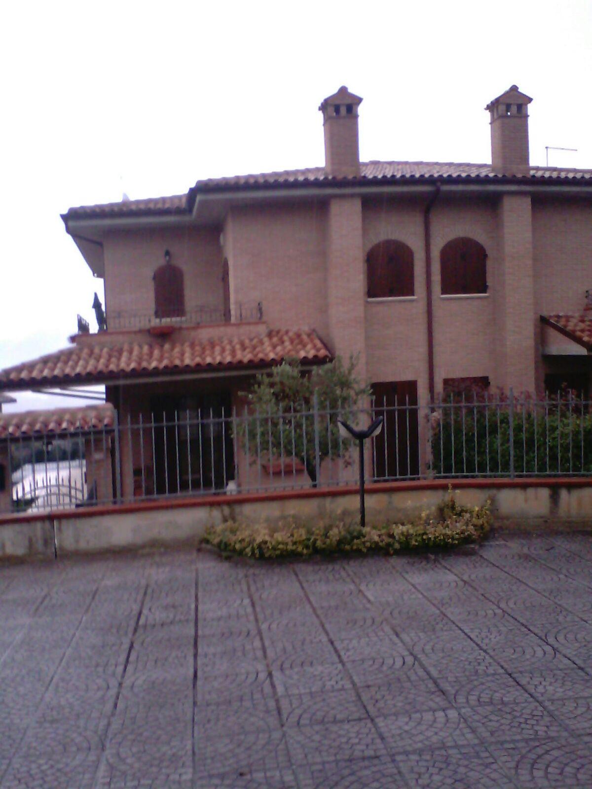 Villa a Schiera in affitto a Fabriano, 4 locali, zona Località: COLLINEFABRIANESI, prezzo € 650 | CambioCasa.it
