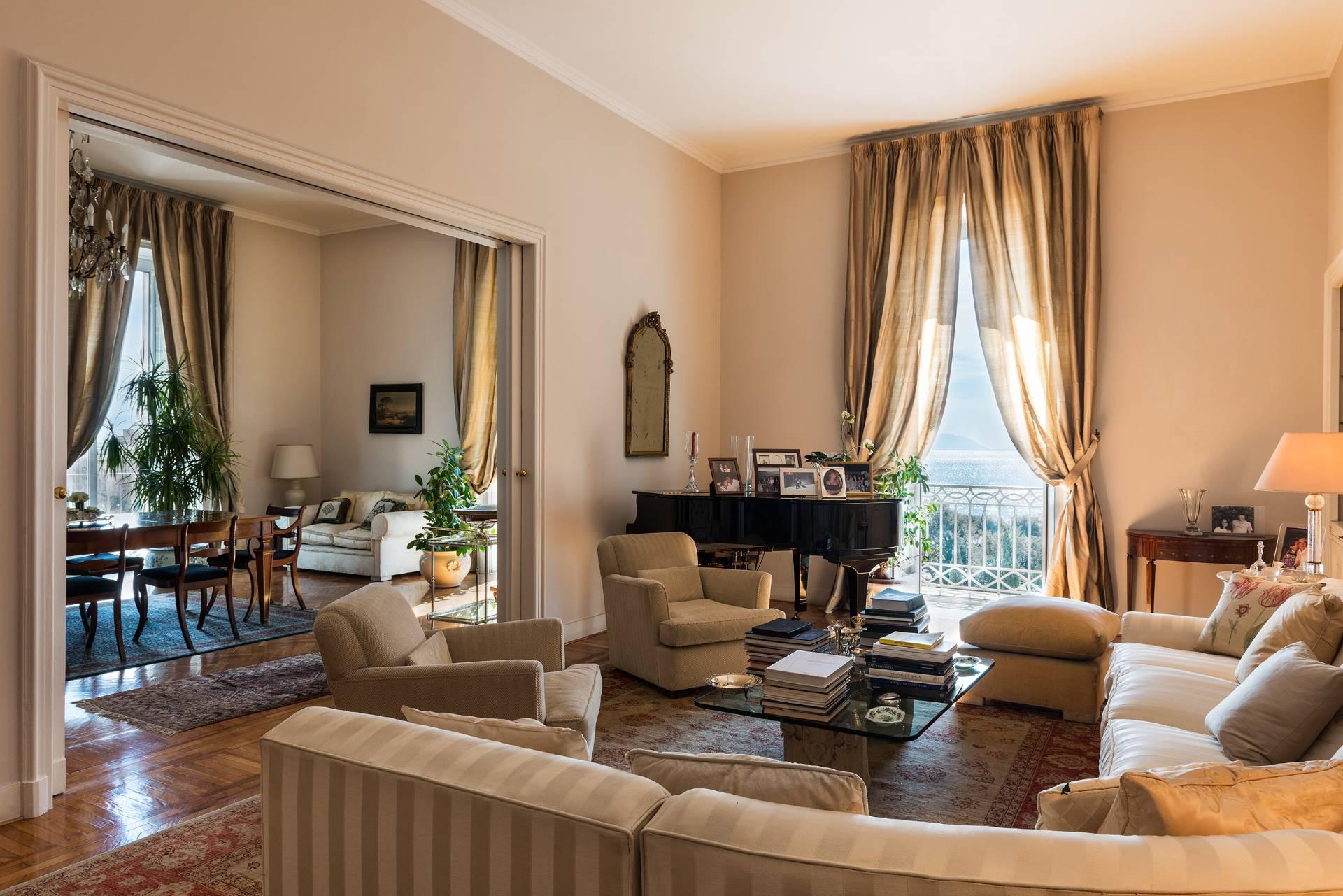 Appartamento in Vendita a Napoli: 5 locali, 450 mq - Foto 2