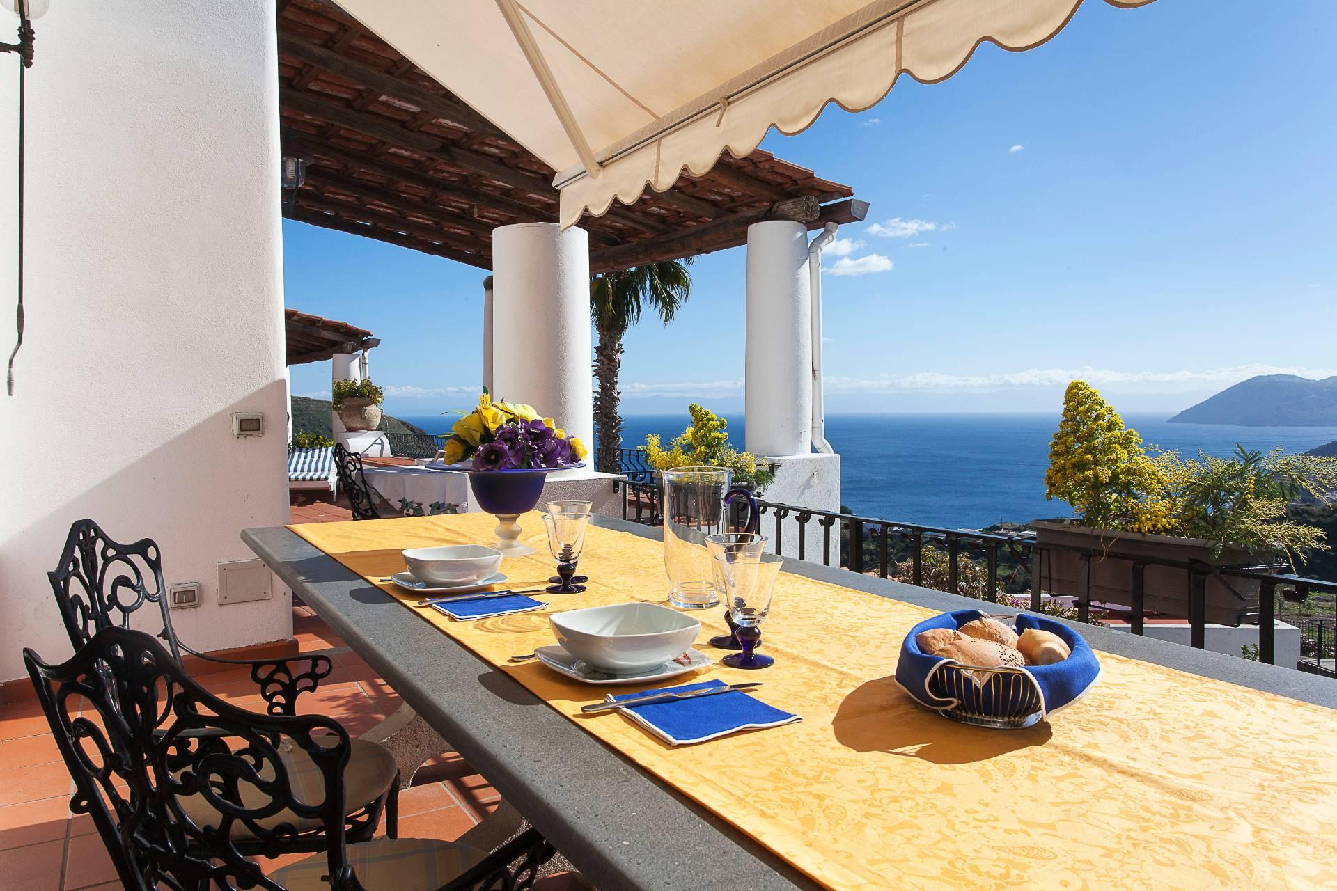Villa in Vendita a Lipari: 5 locali, 240 mq