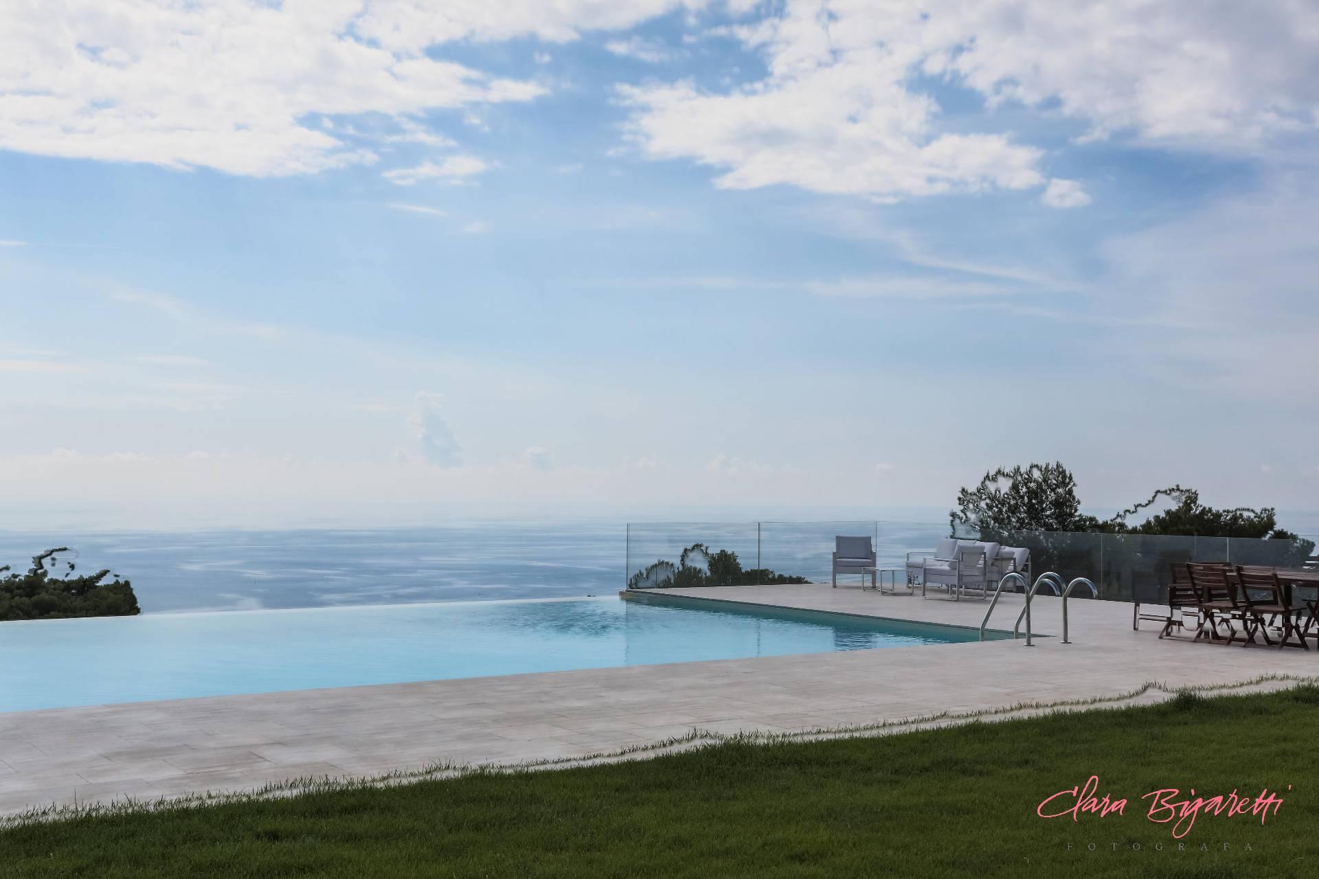 Villa in Vendita a Cipressa: 5 locali, 800 mq - Foto 2