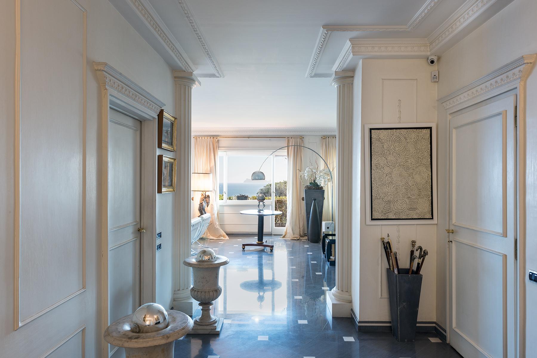 Appartamento in Vendita a Napoli: 5 locali, 250 mq - Foto 2