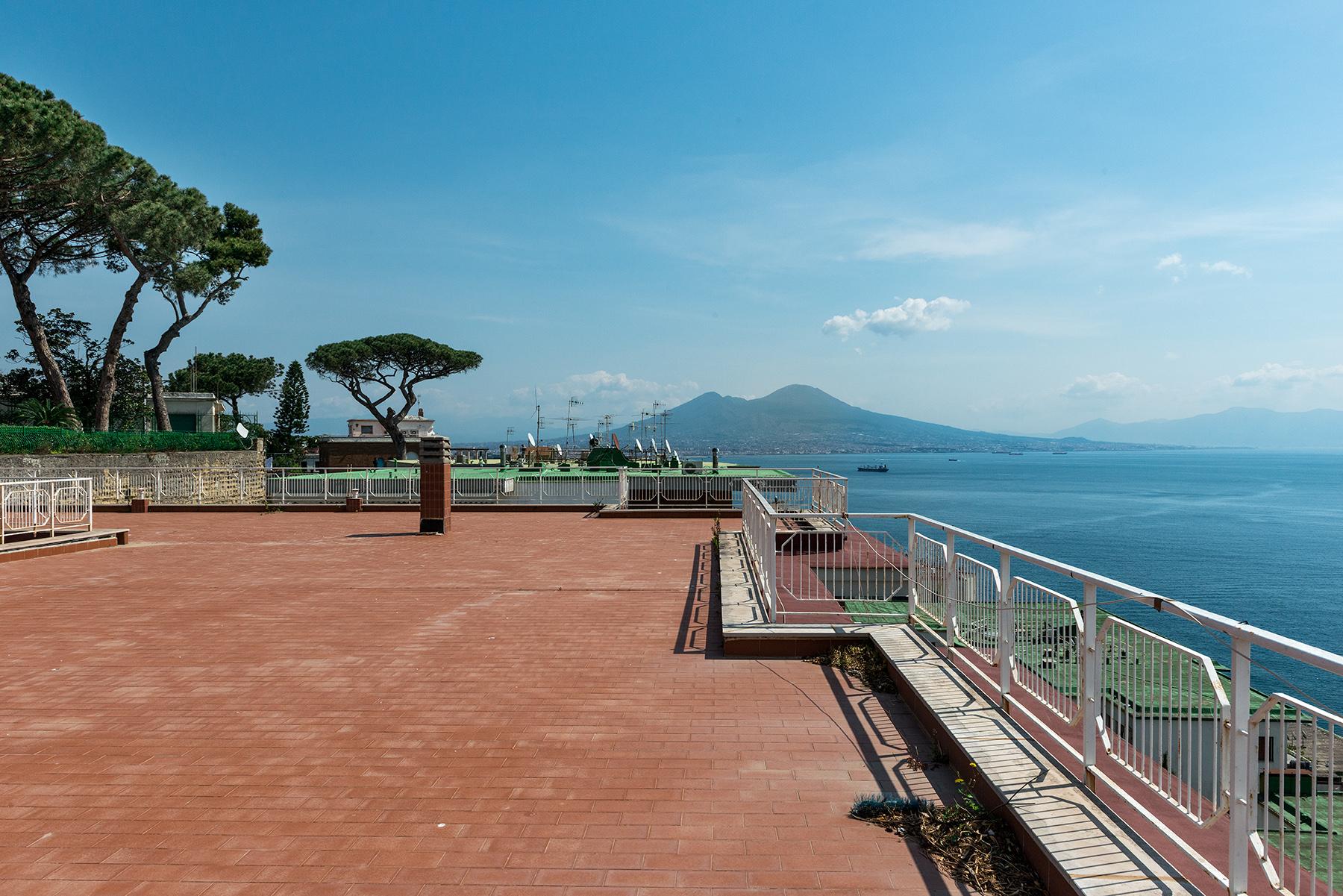 Appartamento in Vendita a Napoli: 5 locali, 270 mq