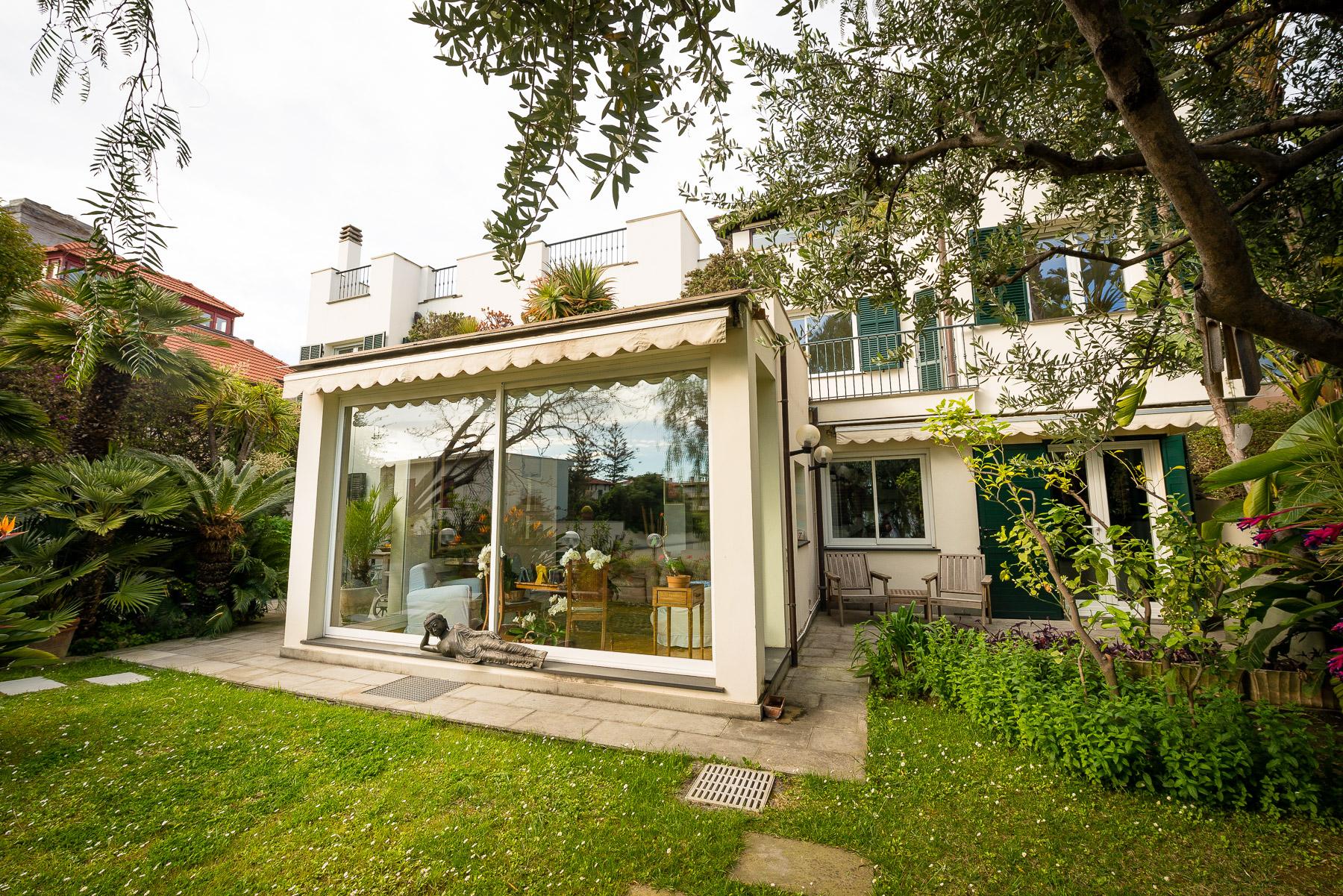 Villa in Vendita a Bordighera: 5 locali, 311 mq