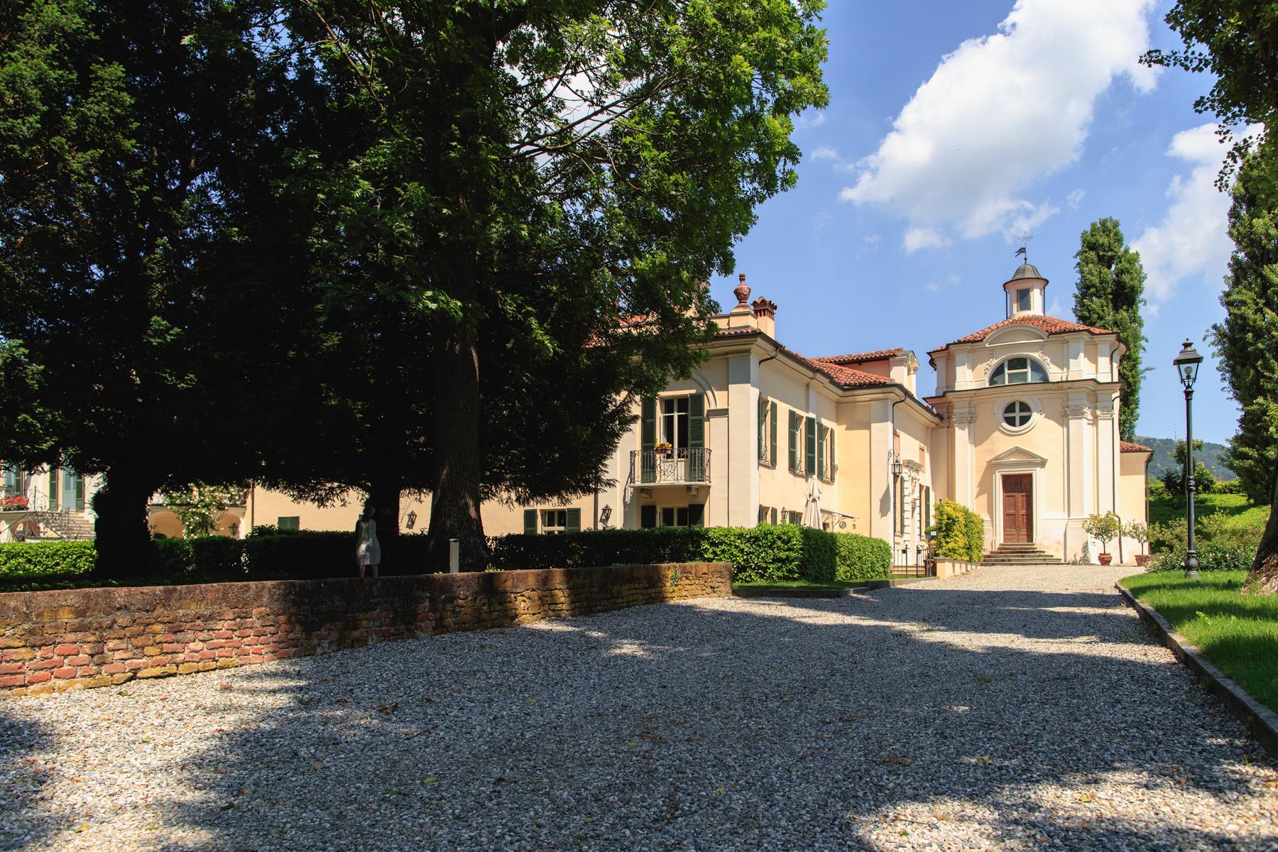 Casa indipendente in Vendita a Moncalieri: 5 locali, 400 mq