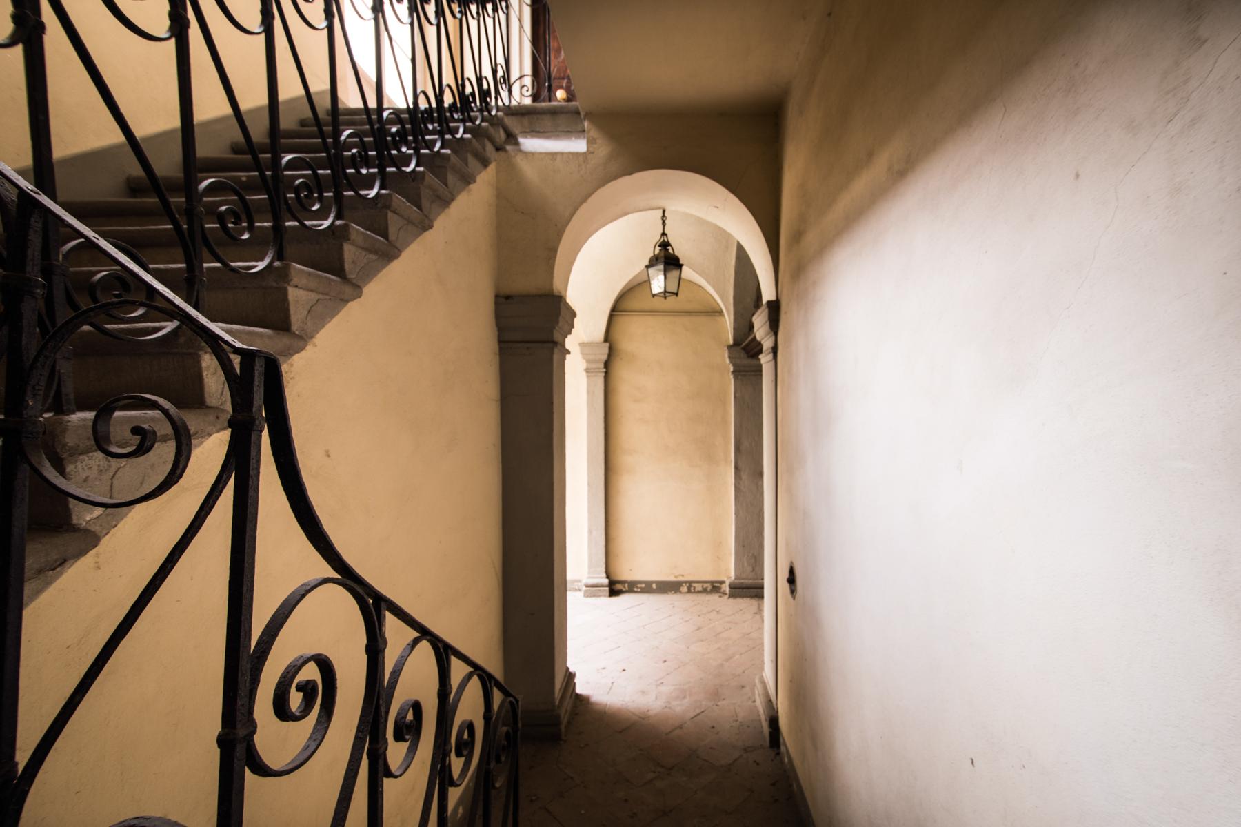 Appartamento in Vendita a Lucca: 5 locali, 280 mq - Foto 2