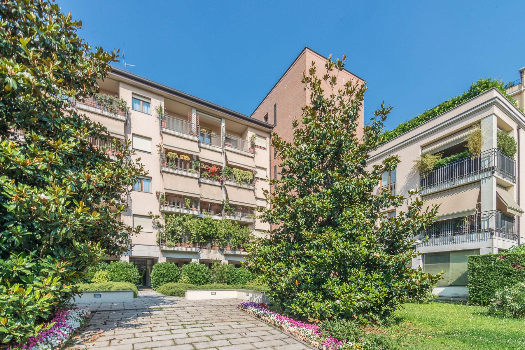Appartamento di lusso in affitto a milano via bullona for Affitto uffici zona eur