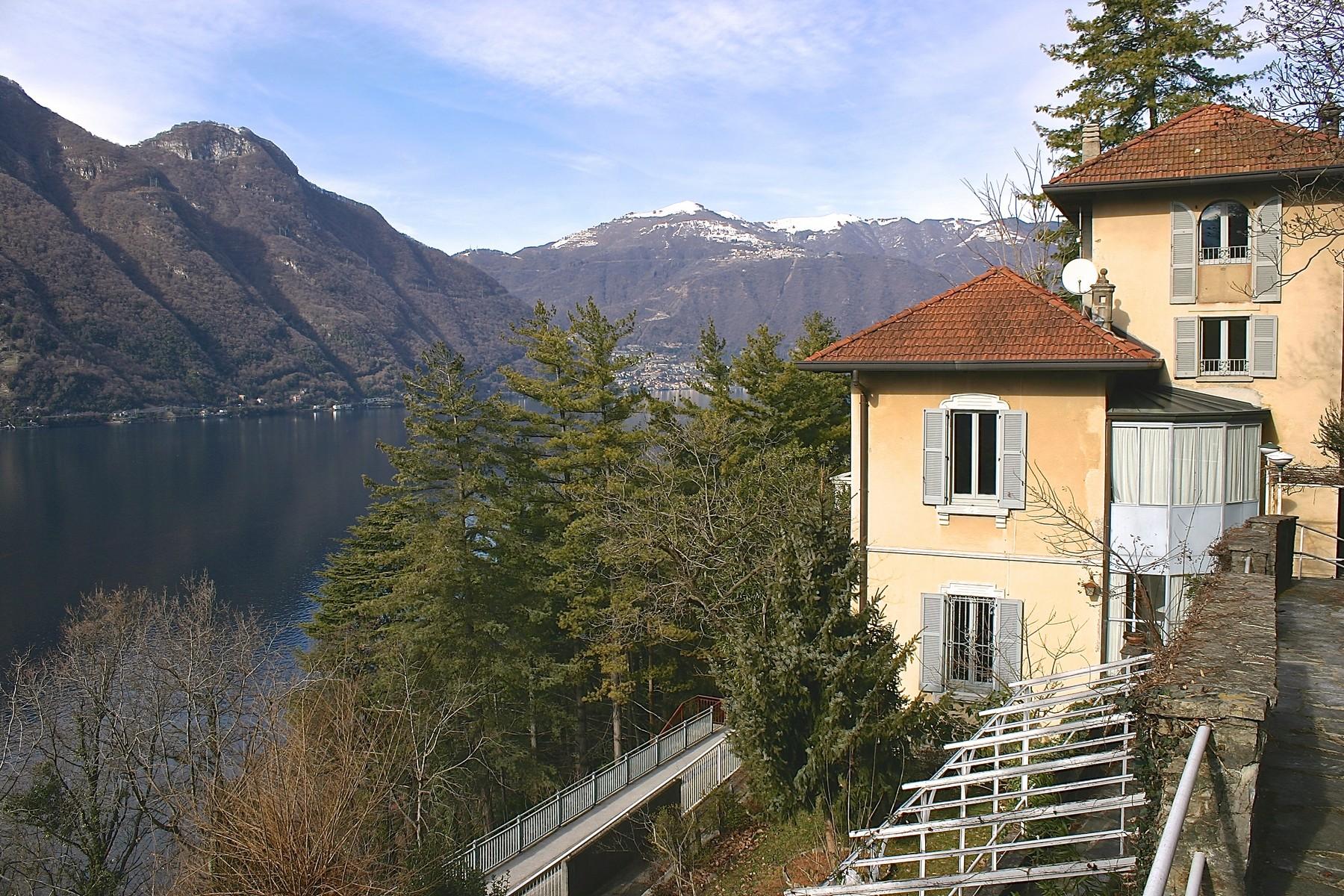 Villa in Vendita a Nesso: 5 locali, 250 mq