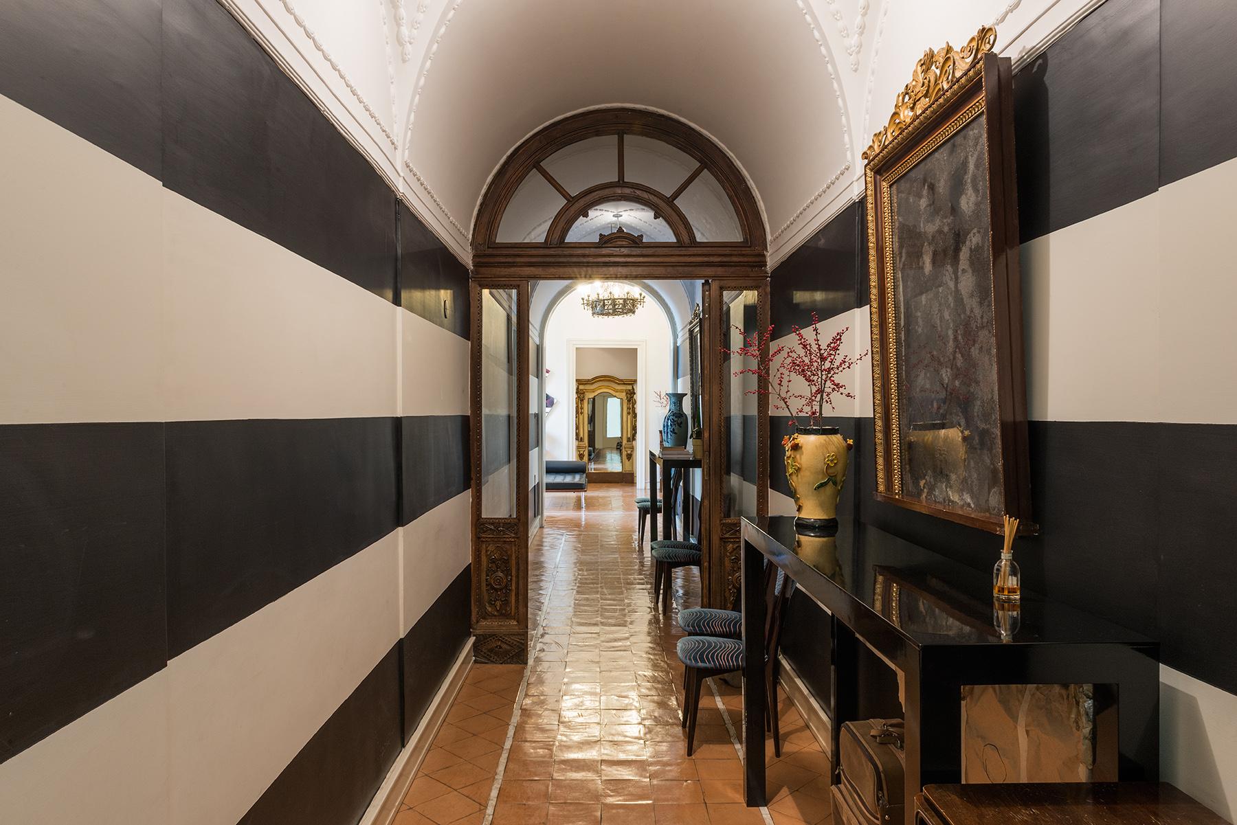 Appartamento in Vendita a Napoli: 5 locali, 300 mq