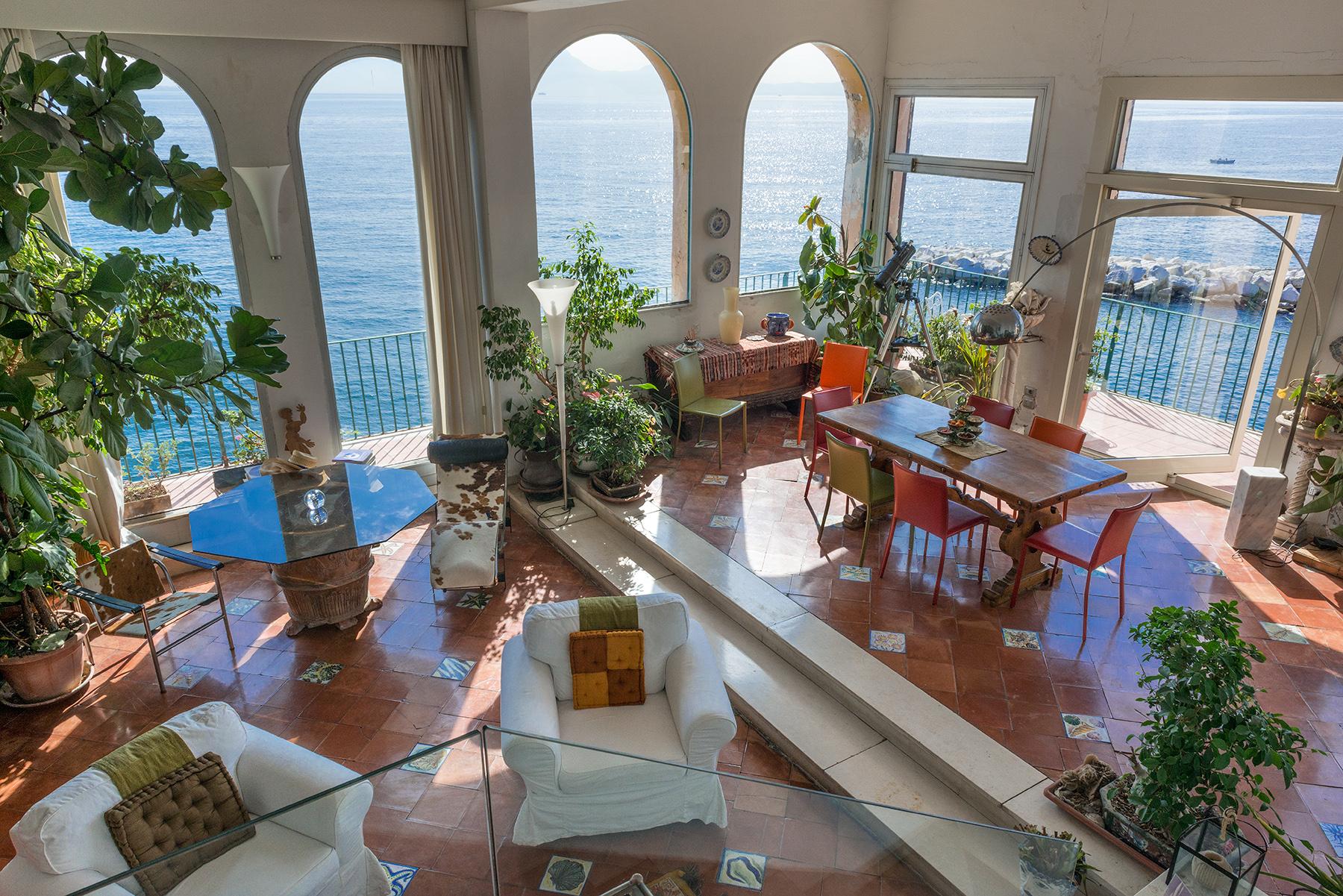 Appartamento in Vendita a Napoli: 5 locali, 450 mq