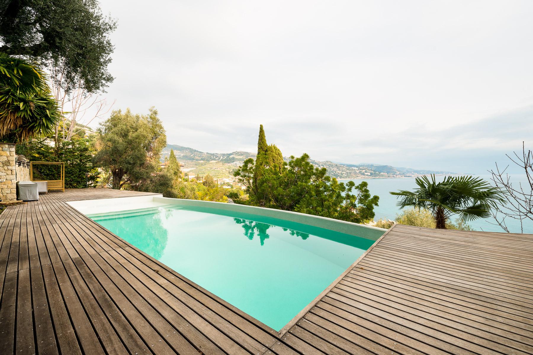 Villa in Vendita a Ventimiglia: 5 locali, 392 mq
