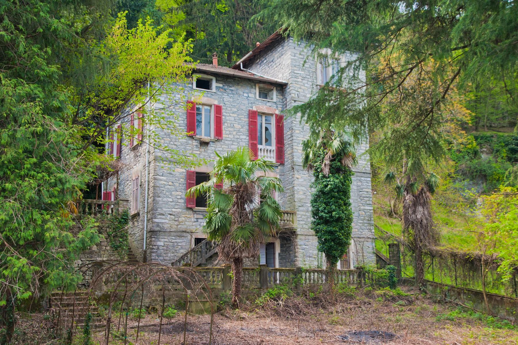Villa in Vendita a Torno via pliniana