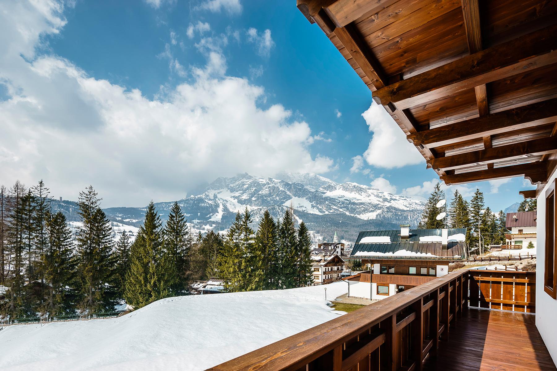 Villa in Vendita a Cortina D'Ampezzo via rinaldo menardi