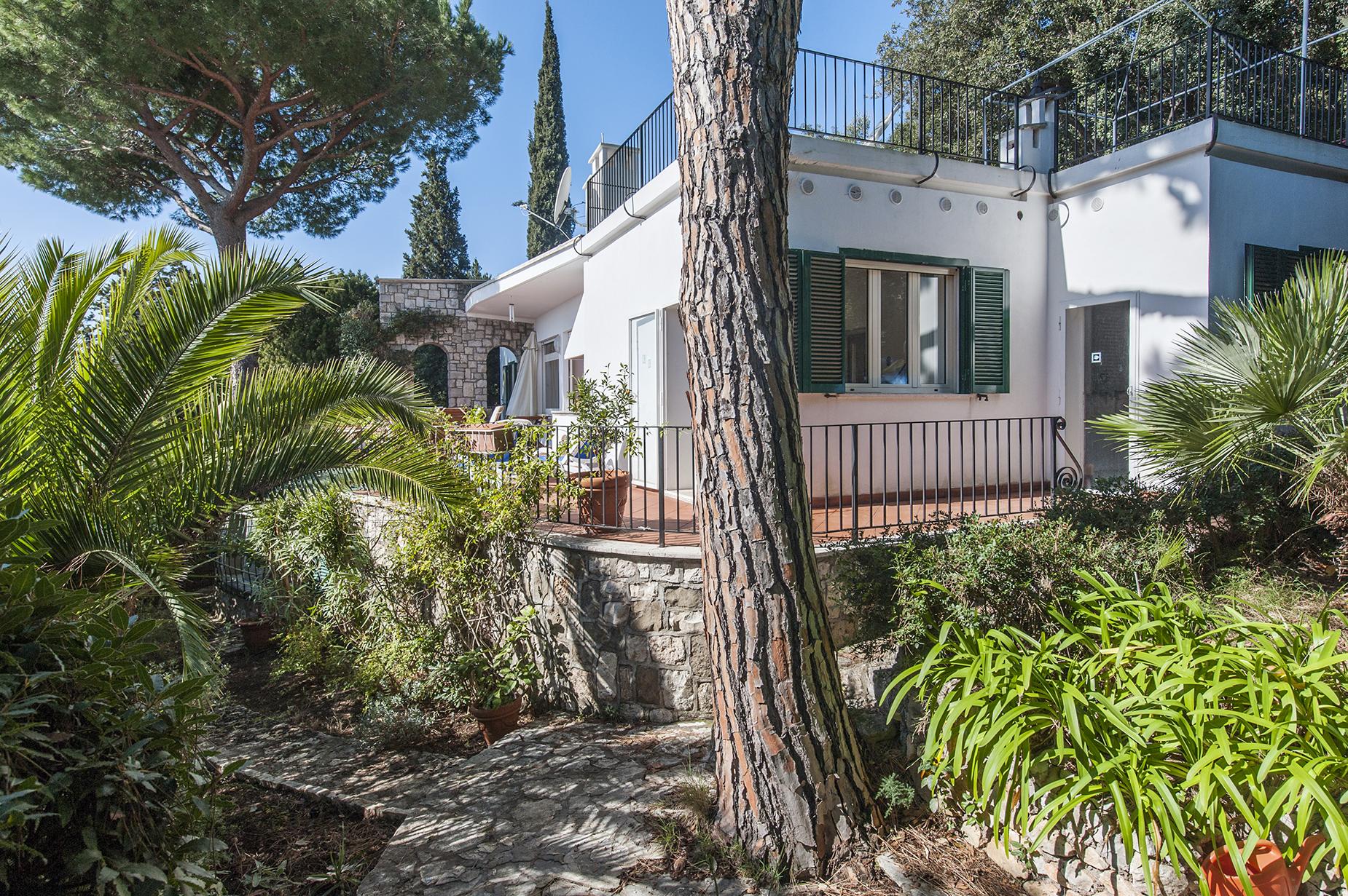 Villa in Vendita a San Felice Circeo via del faro