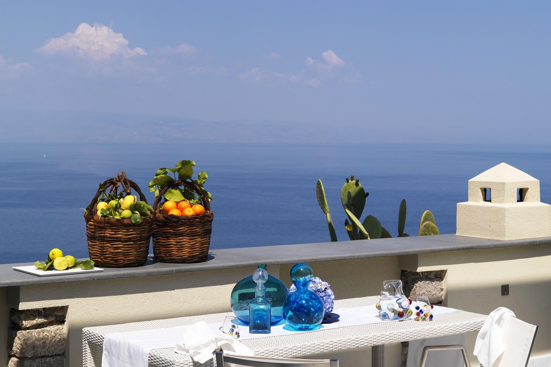 Villa in Vendita a Taormina via luigi pirandello